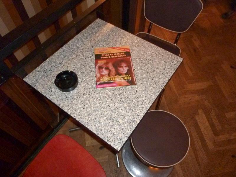 Formatervezett asztalok