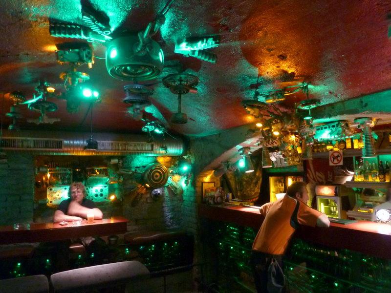 Itt is egy bárpult