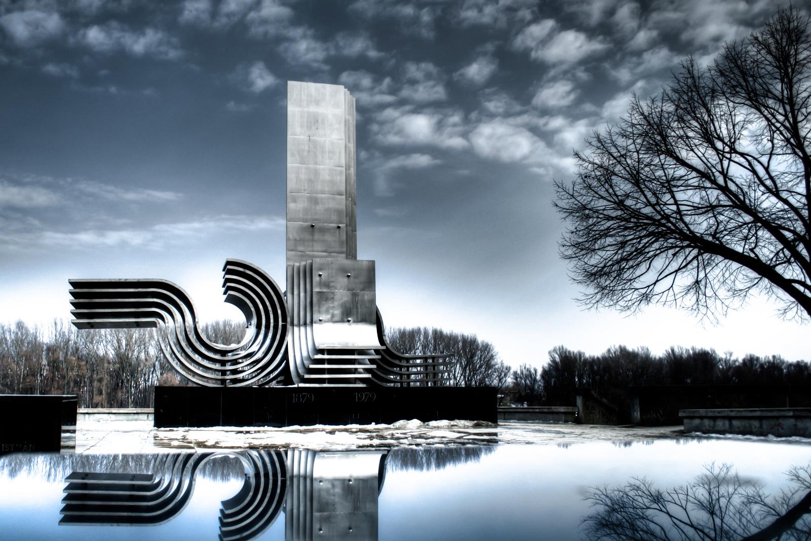 kphoto: Árvízi emlékmű - Szeged