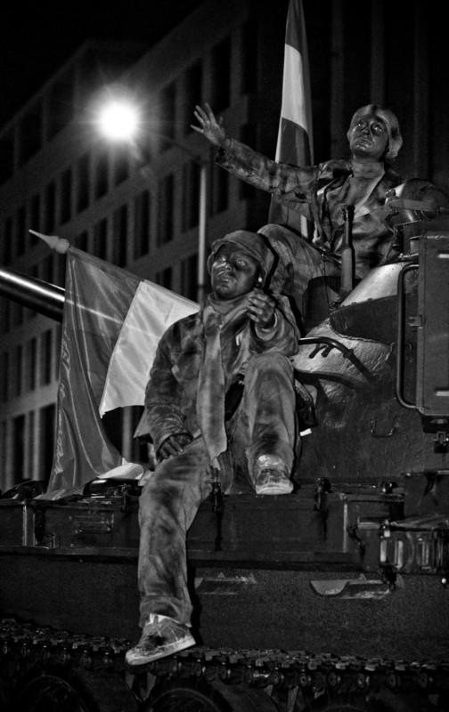 Dakes: Pantomimesek a Blaha Lujza téren október 23-a alkalmából