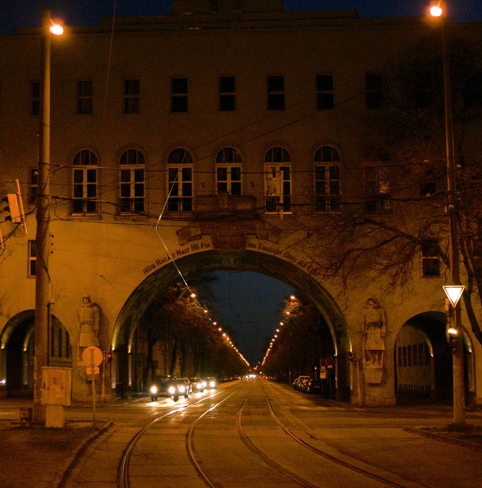 Szeged - Hősök kapuja - Dugonits tér este