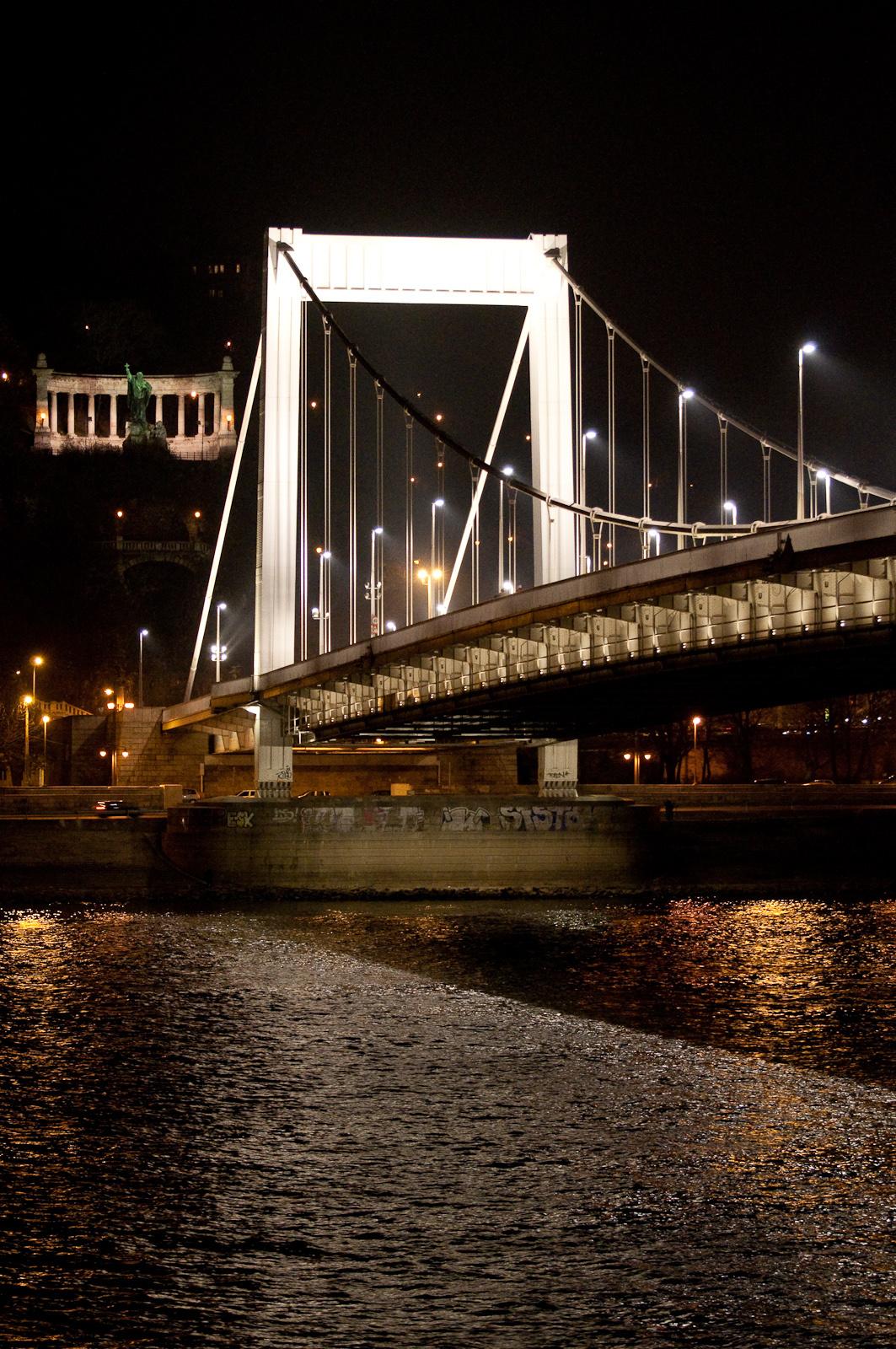 Erzsébet híd, Gellért szobor